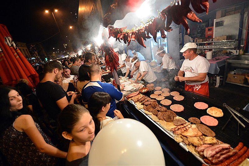 Serbski festiwal mięsa z grilla, czyli Roštiljijada w Leskovacu